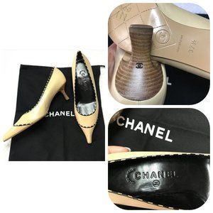 NEW AUTHENTIC CHANEL Vintage kitten heel shoes